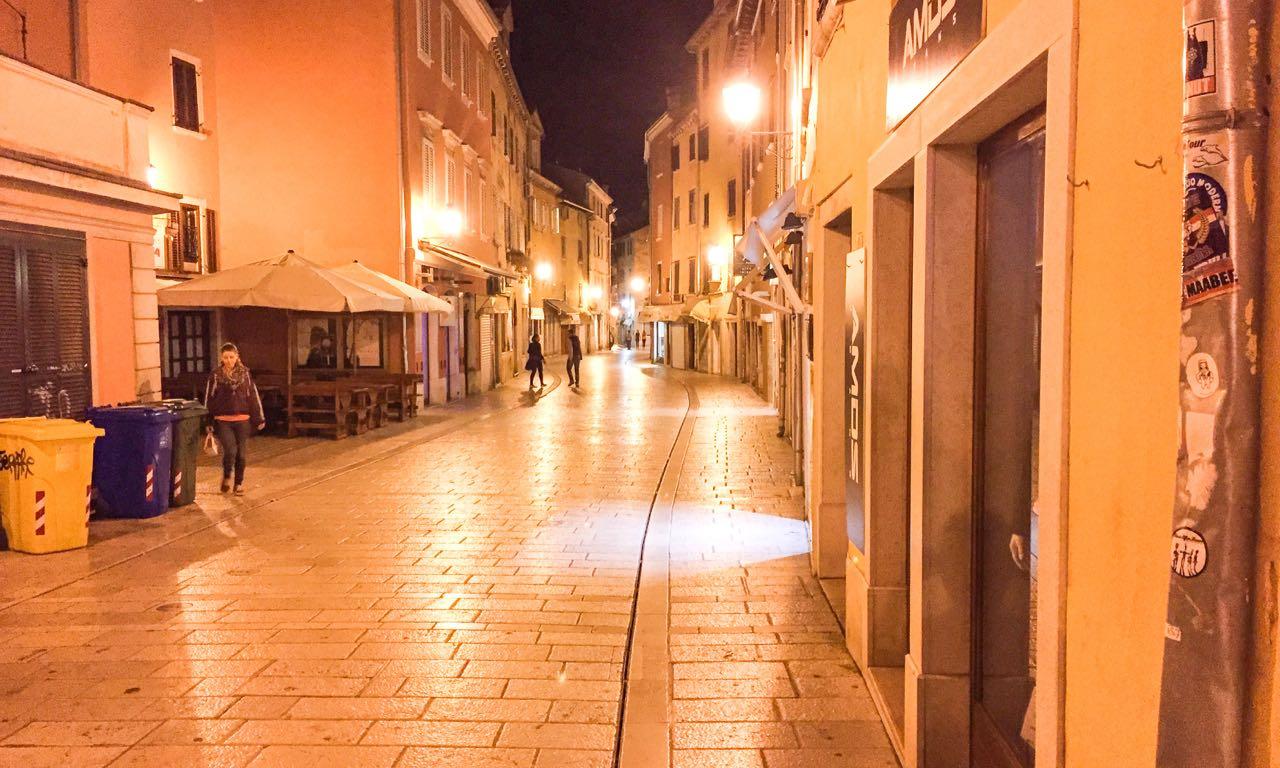 Die nächtlichen Straßen von Rovinj