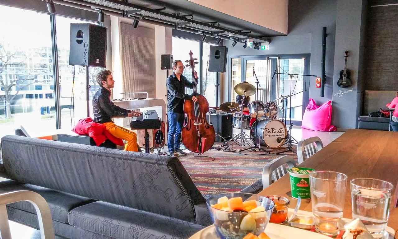 BBQJazz-B.B.Q-Jazz-B.B.Q-Trio-im-ALoft-Hotel-Stuttgart-0711-Jazzbrunch-Brunch-im-Aloft-Muenchen-Frankfurt-Wien-Mailand-Benjamin-Brodbeck-Martin-Schmidt-Jan-Staubach