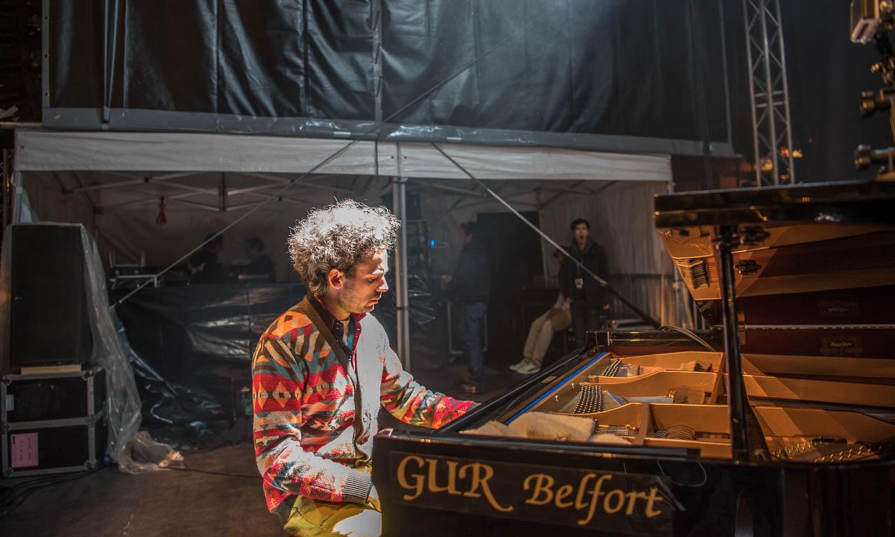 B.B.QJazz-mit-dem-neuen-VW-Bus-T6-auf-dem-Weg-zum-FIMU-in-Belfort-Frankreich-Musicfestival-Benjamin-Brodbeck-Jan-Staubach-Martin-Schmidt-BBQJazz-B.B.Q-bbq-music
